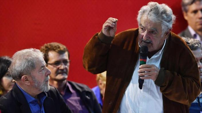Los expresidentes Lula da Silva, de Brasil, y José Mujica, de Uruguay, instaron a los pueblos latinoamericanos a luchar juntos contra el avance de la derecha regional.